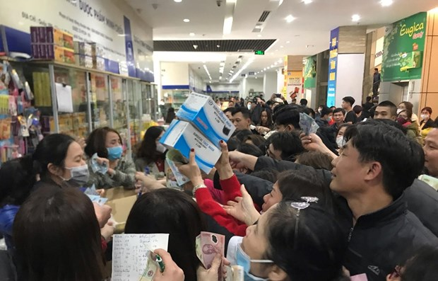 Công an Hà Nội công bố 25 cơ sở ''chặt chém'' khẩu trang y tế