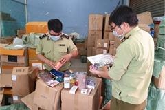 Phát hiện kho hàng lậu mỹ phẩm, thực phẩm chuẩn bị đưa đi tiêu thụ