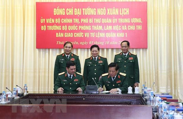 Dai tuong Ngo Xuan Lich chu tri ban giao chuc vu Tu lenh Quan khu 1 hinh anh 1
