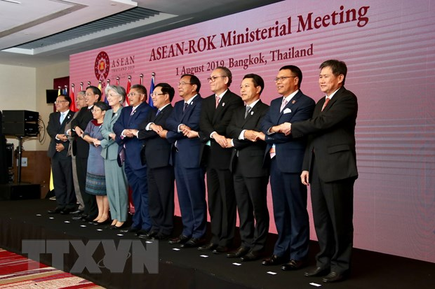 Thu tuong tra loi phong van bao chi nhan du hoi nghi ASEAN-Han Quoc hinh anh 2