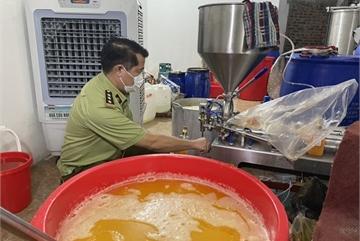 Quản lý thị trường Hà Nội phát hiện một cơ sở sản xuất nước hoa giả mang thương hiệu nước ngoài