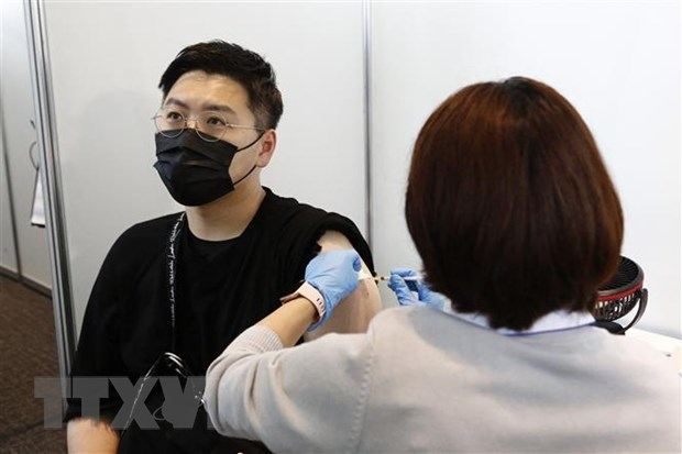 Tin gia khien nhieu nguoi tre Nhat Ban khong tin vao vaccine COVID-19 hinh anh 1