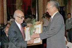 Chủ tịch nước Nguyễn Xuân Phúc tưởng niệm Giáo sư Vũ Khiêu