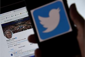Facebook và Twitter chuyển giao tài khoản cho tân tổng thống