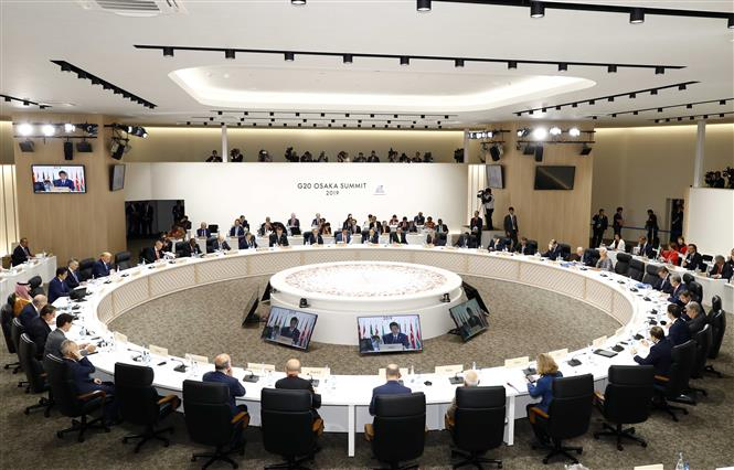Prime Minister Nguyen Xuan Phuc attends the third session of the ongoing G-20 Summit focusing on sustainable development in Osaka, Japan on June 29 (Photo: VNA).