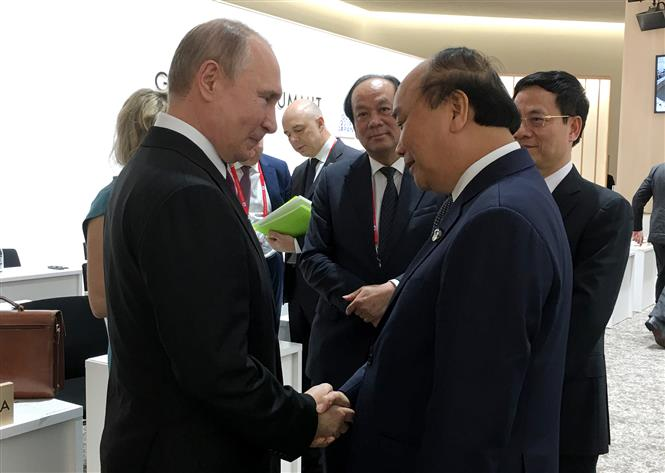 PM Phuc meets with Russian President Vladimir Putin, June 29 (Photo: VNA).