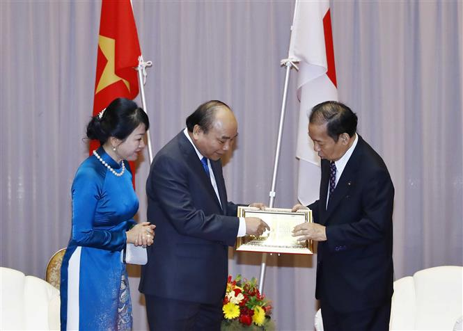 PM Nguyen Xuan Phuc meets with Secretary General of the Liberal Democratic Party (LDP) of Japan and Chairman of the Japan-Vietnam Friendship Parliamentary Group Nikai Toshihiro, June 30 (Photo: VNA)