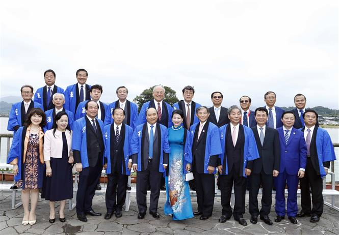 PM Phuc and his spouse attended the Japan-Vietnam Lotus Festival in Kinokawa city, Wakayama prefecture on June 30 (Photo: VNA)