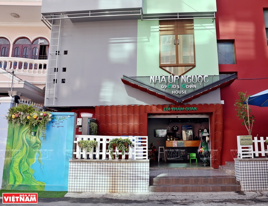 The Upside Down House, located at 66 Co Giang Street in the city of Vung Tau, has been open to the public since February 2017 (Photo: VNA)