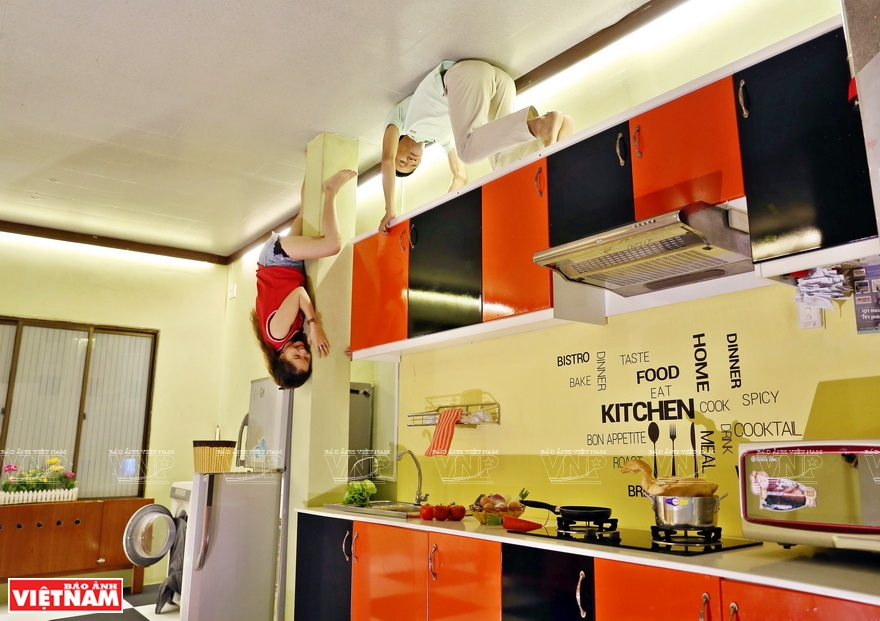 Upside down kitchen with vibrant colours (Photo: VNA)