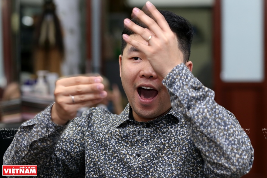 Thanh is among around 2.5 million deaf and hard-of-hearing people in Vietnam (Photo: VNA)