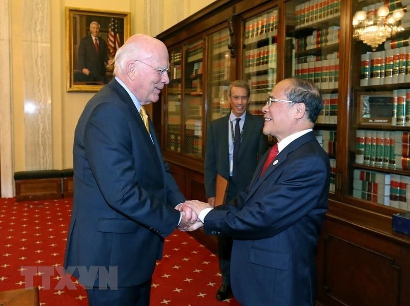 Chairman of National Assembly Nguyen Sinh Hung meets with US Senator Partrick Leahy in Washington D.C, September 9, 2015 (Photo: VNA)