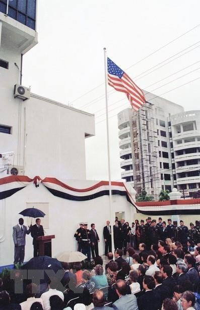 The opening ceremony of the US Embassy at No 7 Lang Ha Str. in Hanoi in the presence of US Secretary of State Warren Christopher, August 6,1995 (Photo: VNA)