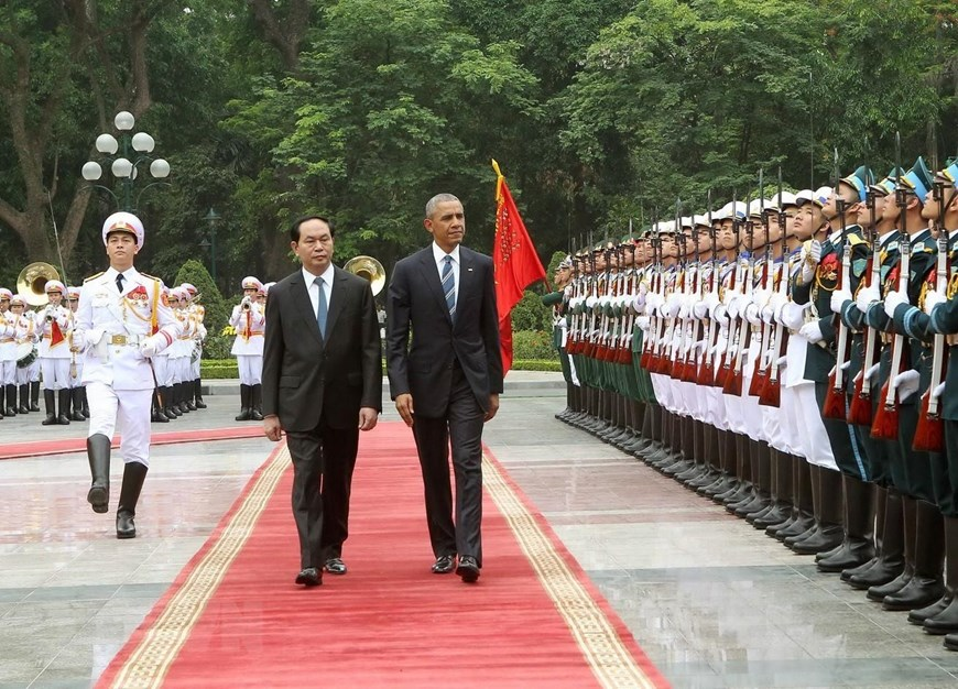 State President Tran Dai Quang welcomes US President Barak Obama at the Presidential Palace in Hanoi, May 23, 2016 (Photo: VNA)