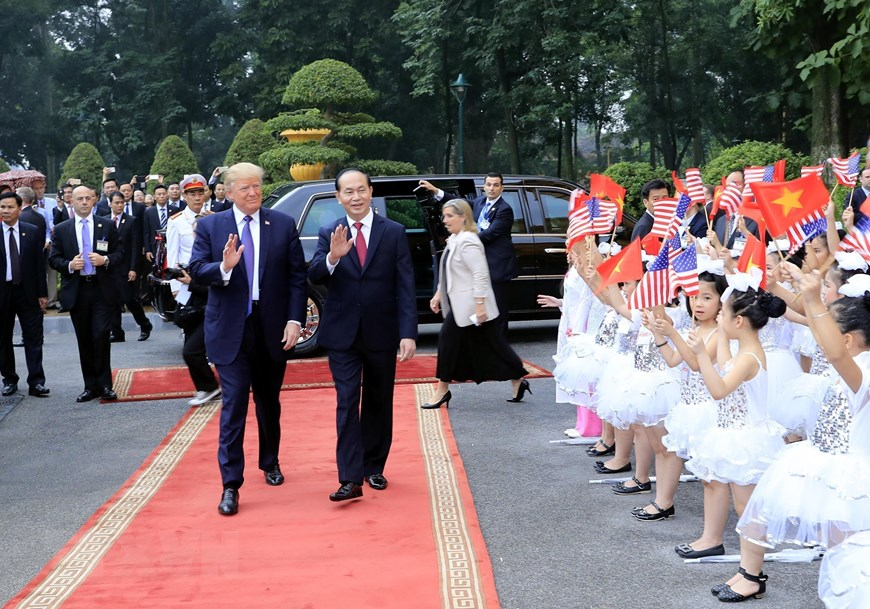 President Tran Dai Quang welcomes US President Donald J. Trump while he was in Vietnam for a state visit and attendance at the APEC Economic Leaders' Meeting from November 11-12, 2017 (Photo: VNA)