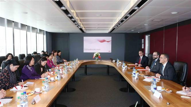 Vice President Dang Thi Ngoc Thinh holds a working session with ABB Group, Zurich, July 4 (Photo: VNA)