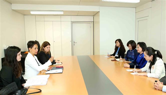 A view of the meeting between Vice President Dang Thi Ngoc Thinh and Quebec's Minister of International Relations and La Francophonie Nadine Girault (Photo: VNA)