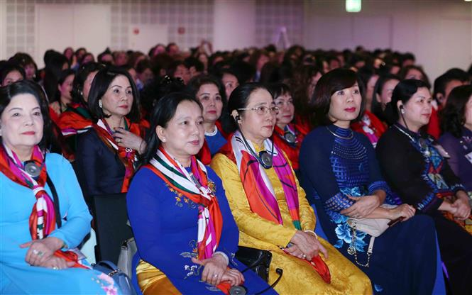 Vietnamese delegation attends the 2019 Global Summit of Women (Photo: VNA)