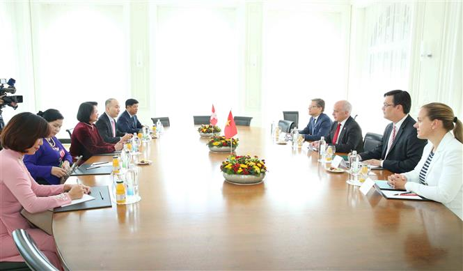 A view of the meeting between Swiss President Ueli Maurer and Vice President Dang Thi Ngoc Thinh (Photo: VNA)