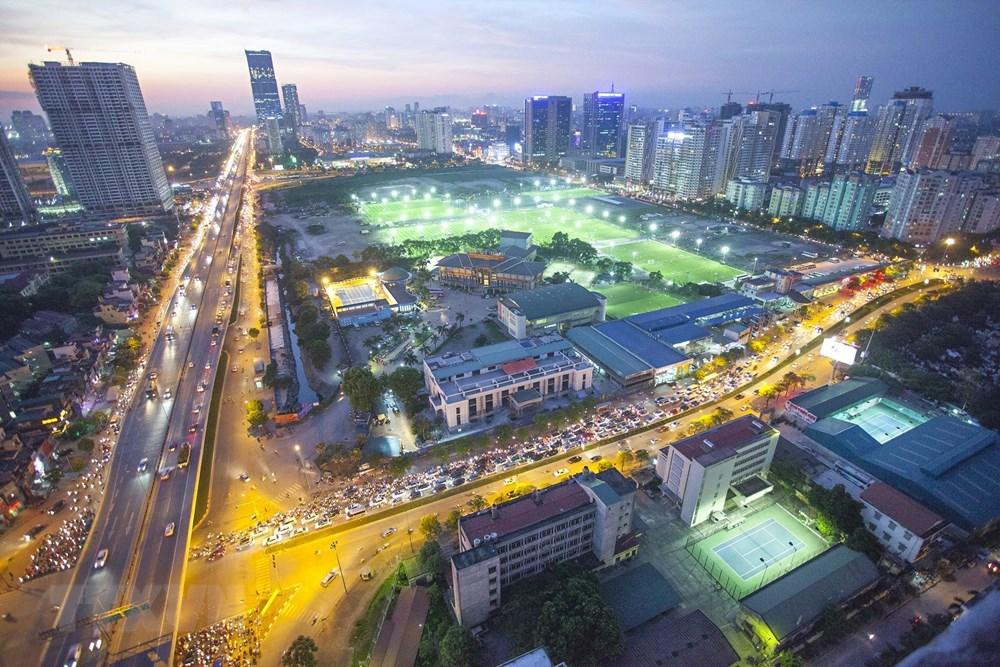 Compared with 20 years ago, Hanoi has expanded its land area, with a bigger population and more modern new appearance (Photo: VNA)