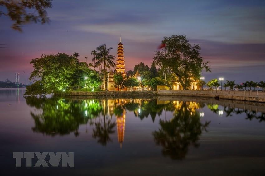 With a history of nearly 1,500 years, Tran Quoc pagoda is considered the oldest one of Hanoi (Photo: VNA)