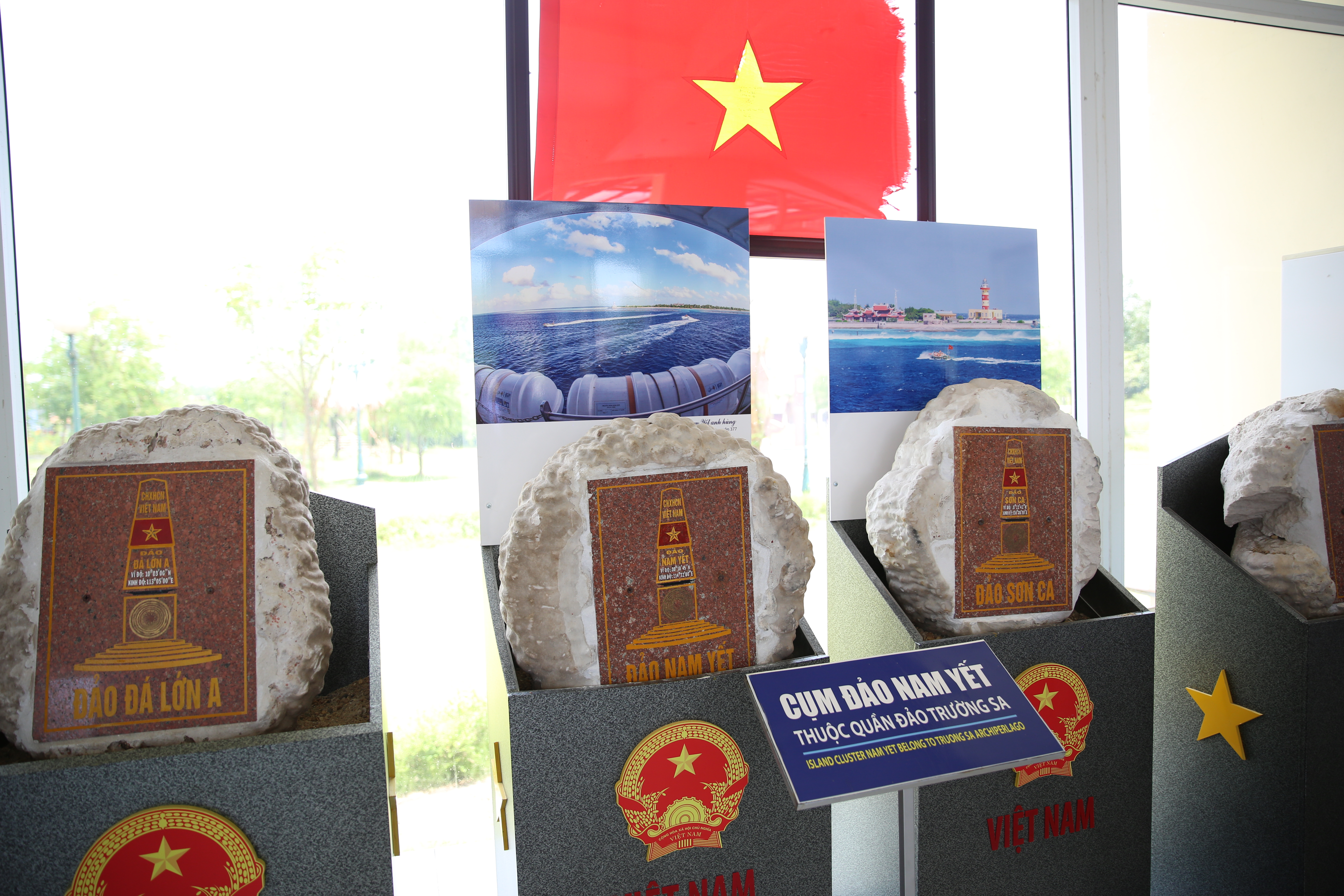 21 stoneboards from 21 islands on Truong Sa are on display (Photo: VNA)