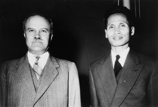 Deputy Prime Minister Pham Van Dong (R) and Foreign Minister of Soviet Union Vyacheslav Molotov (L) at the opening ceremony of the Geneva Conference, May 8, 1954 (Photo: VNA)