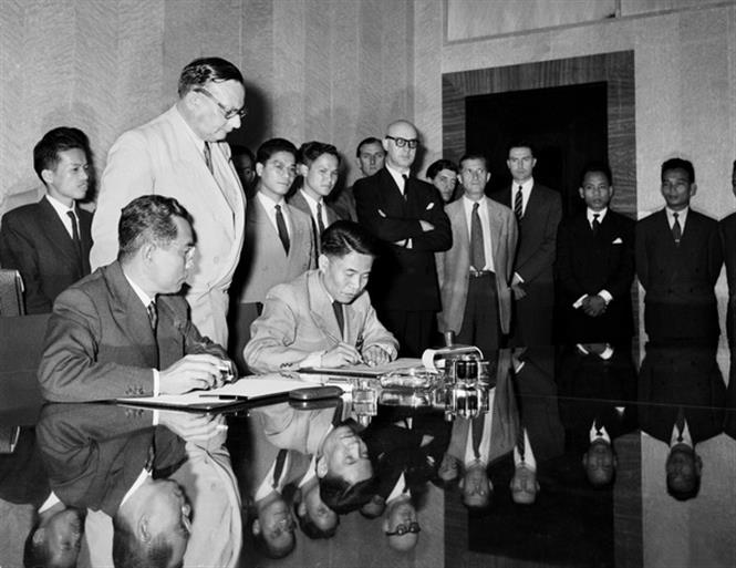 The Geneva Agreement ending hostilities in Vietnam, Laos and Cambodia, is signed after 75 days of negotiations, with over eight overall sessions and 23 meetings, along with a range of informal diplomatic activities, July 20, 1954 (Photo: VNA)