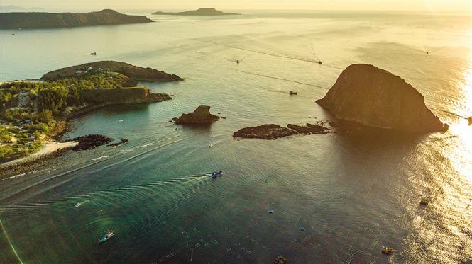 Golden dawn over Yen islet in An Hoa commune, Tuy An district, Phu Yen province (Photo: VNA)