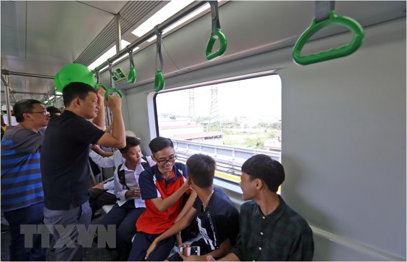 Hanoi residents look forward to seeing the railway line's official operation (Photo: VNA)