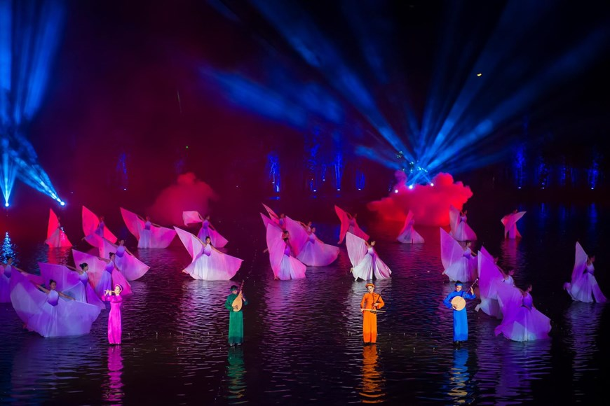 After nearly 2 years of being performed in public, the show has become a special tourism product of Hanoi, drawing around 80,000 tourist arrivals, of whom over 30,000 come from the Republic of Korea and 20,000 from other foreign countries (Photo: VNA)