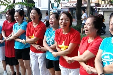 Laughing yoga helps improve health for practitioners