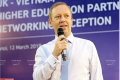 British Ambassador enjoys Vietnamese experiences