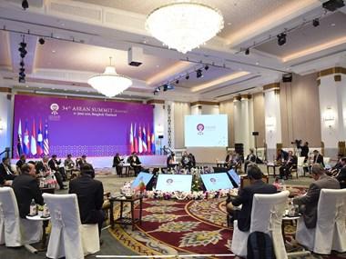 ASEAN leaders talk global, regional issues at retreat session