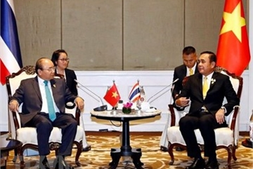 PM meets with leaders on sidelines of 34th ASEAN Summit