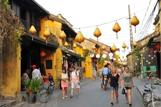 Close to 8.5 million foreigners visit Vietnam in first half