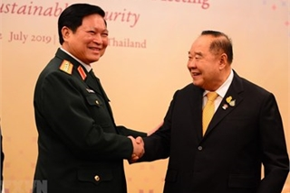 Defence minister hails Thailand's role in ASEAN defence cooperation, affirms ties with Laos