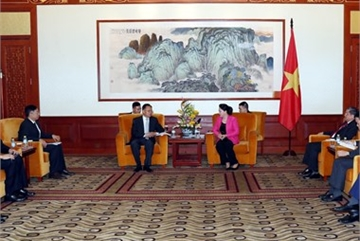 VN top legislator meets Chinese businesspeople in Beijing