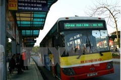 Hanoi to build 300 new bus stops