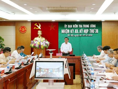 Party's inspection commission checks violations in Khanh Hoa, Dong Nai