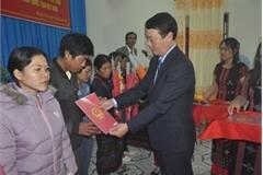 Thua Thien-Hue: Nine Laotians receive Vietnamese nationality