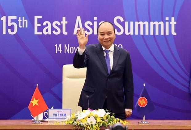 Vietnam successfully escorts ASEAN through a tough year hinh anh 3