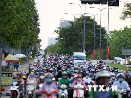 Vietnam strictly controls vehicle emissions to improve air quality hinh anh 1