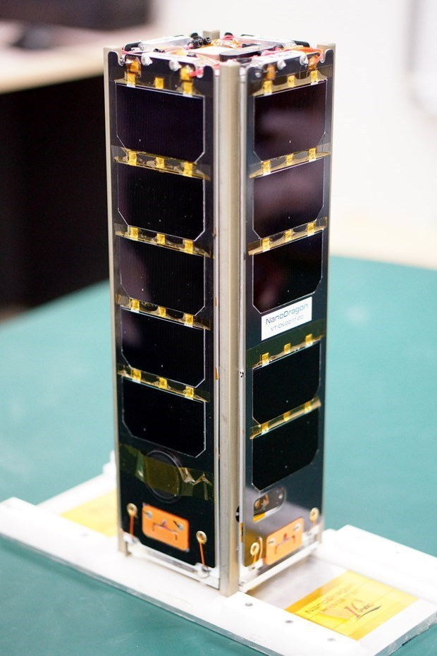 Satellite rollouts mark major steps forward for Vietnam's aerospace industry hinh anh 2