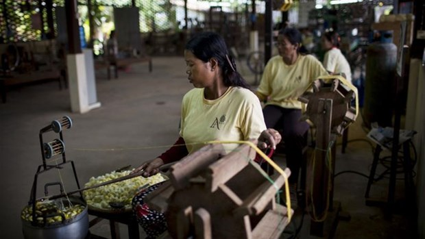 Cambodia to raise minimum wage for textiles, footwear workers hinh anh 1