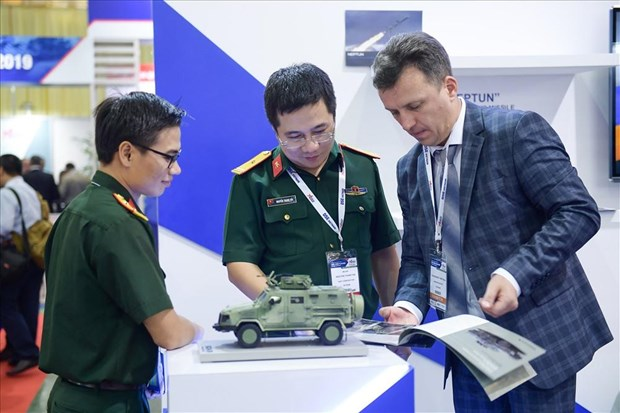 Defence & Security exhibition showcases latest technologies hinh anh 1