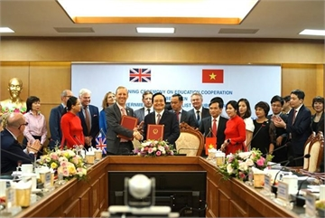 Vietnam, UK sign MoU on educational cooperation
