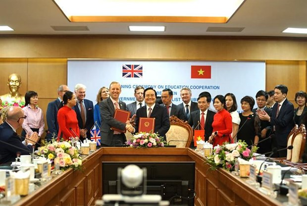 Vietnam, UK sign MoU on educational cooperation hinh anh 1