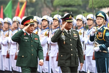 Chief of Thai Defence Forces pays official visit to Vietnam