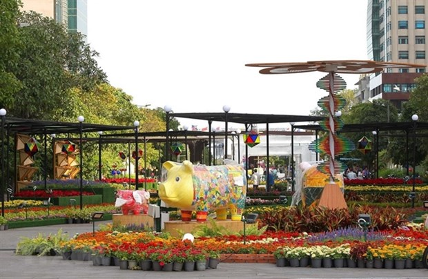 HCM City: diverse activities to welcome New Year hinh anh 1